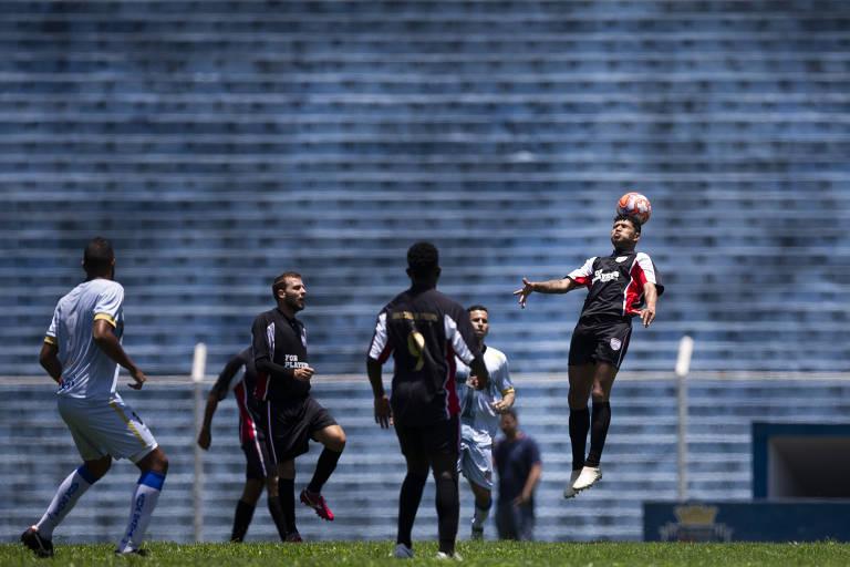 Jogadores sem emprego tentam recolocação no futebol
