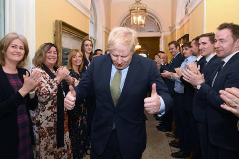 Vitorioso, Boris Johnson terá que converter slogan do brexit em realidade