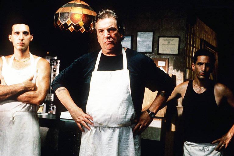 O ator Danny Aiello [meio] em cena do filme 'Faça a Coisa Certa', do cineasta Spike Lee