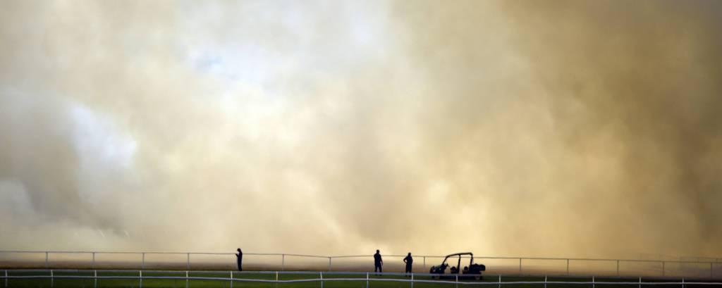Incêndio próximo de estádio na cidade de Perth, na Austrália, em 13 de dezembro de 2019