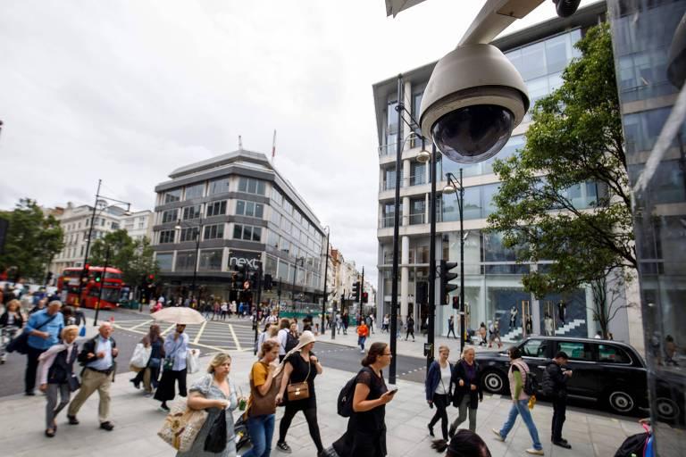 câmera de segurança na rua