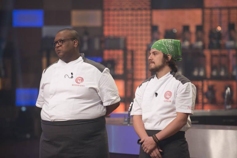 Estefano e Vitor na disputa da última prova de MasterChef