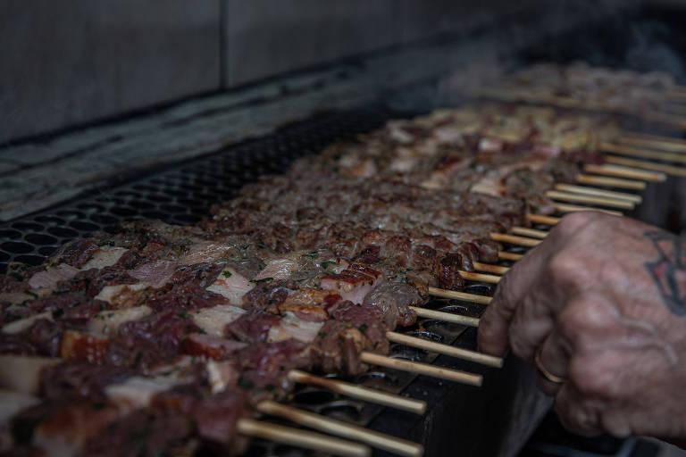 Restaurantes têm que driblar alta da carne