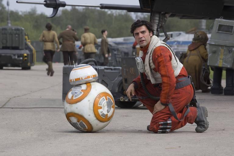 Poe Dameron (Oscar Isaac): Um dos melhores pilotos da Resistência, tem a confiança de Leia e é forte candidato a assumir a liderança do grupo