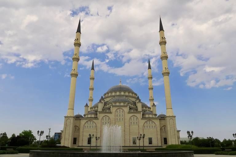 Vista da mesquita Akhmat, antiga Coração da Tchetchênia, símbolo da nova Grozni