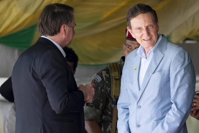 O presidente Jair Bolsonaro e o prefeito do Rio de Janeiro, Marcelo Crivella, em evento militar