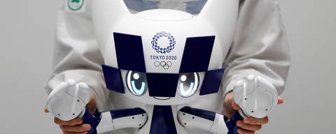 An employee of Toyota Motor Corp. demonstrates Tokyo 2020 mascot robot Miraitowa which will be used to support the Tokyo 2020 Olympic and Paralympic Games, during a press preview in Tokyo, Japan July 18, 2019. Picture taken July 18, 2019.  REUTERS/Issei Kato ORG XMIT: GGGTOK608