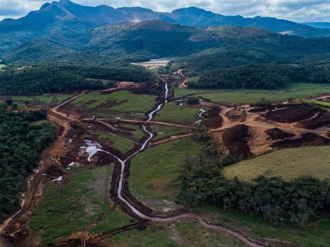 BRUMADINHO, MG, BRASIL, 22-07-2019: Vista aérea da lama no Parque da Cachoeira, em Brumadinho. Dia 25 completa seis meses do rompimento da barragem da Mina do Córrego do Feijão, de Brumadinho. (Foto: Eduardo Anizelli/ Folhapress, COTIDIANO) ***EXCLUSIVO***