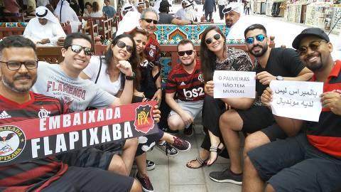 Torcedores do Flamengo em Doha, no Qatar, o time disputa o Mundial de Clubes da Fifa. (Foto: Alex Sabino/Folhapress)