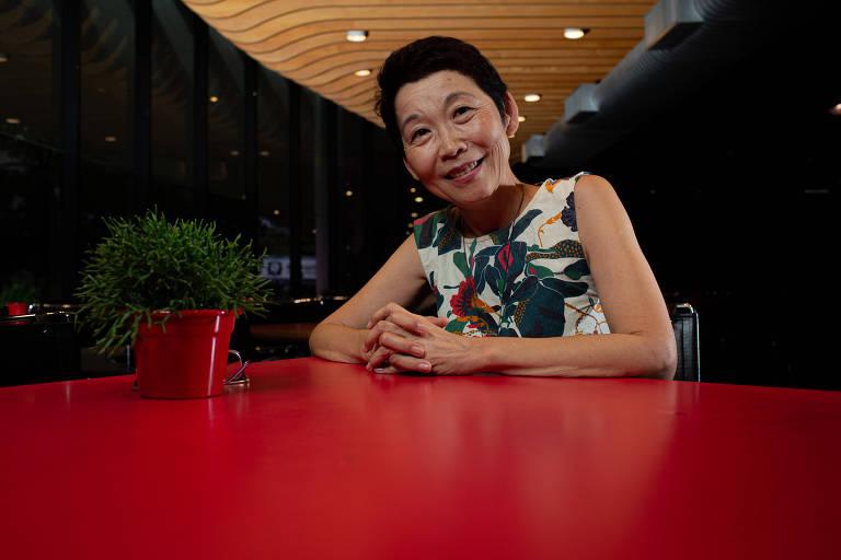 A escritora Lúcia Hiratsuka, que venceu dois prêmios Jabutis neste ano, no Museu de Arte Moderna de São Paulo