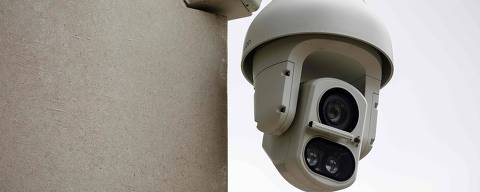 (FILES) In this file photo taken on August 16, 2019 an Avigilon CCTV camera is seen on a wall in King's Cross, London. - The experiment was conducted discreetly. Between 2016 and 2018, two surveillance cameras were installed in the Kings Cross area of London to analyse and track passers-by using facial recognition technology. (Photo by Tolga Akmen / AFP)