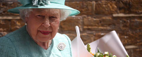 Britain's Queen Elizabeth departs after visiting a replica of one of the original Sainsbury's stores in London, Britain May 22, 2019. REUTERS/Hannah Mckay ORG XMIT: LON415