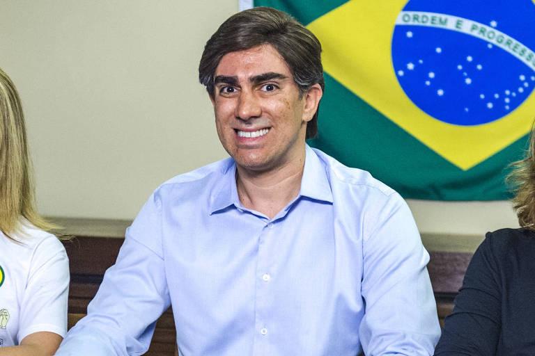 Marcelo Adnet desfilará na Sapucaí fantasiado de Jair Bolsonaro