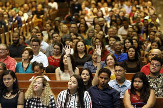 Fiéis assistem a culto dominical na Assembleia de Deus em Belém (PA)