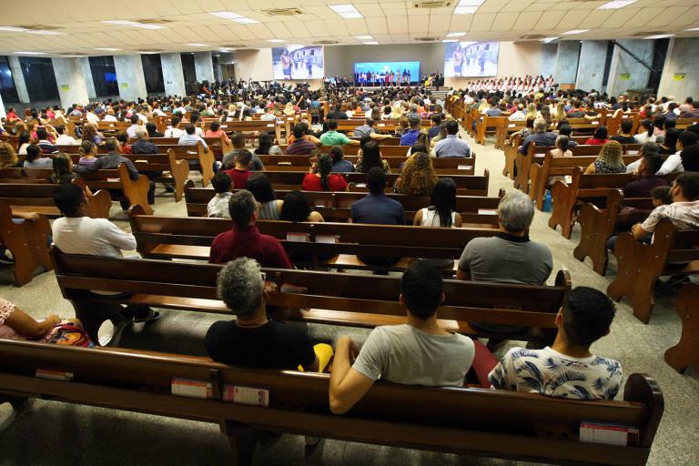 Resultado de imagem para Culto no Templo Central da Assembleia de Deus, em Belém (PA). A região Norte é a que tem a maior proporção de evangélicos.