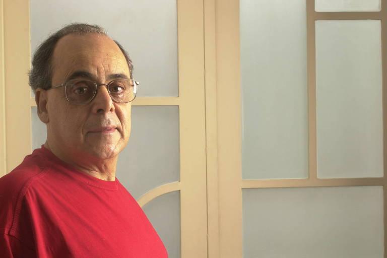O escritor e tradutor Modesto Carone, em 2011