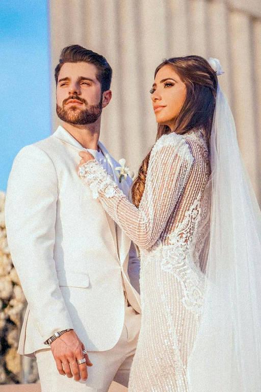 Alok e Romana Novais casaram-se  ao nascer do sol no Cristo Redentor, no Rio de Janeiro, no dia 15 de janeiro
