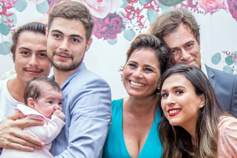 João Vitti e Valéria Alencar estão juntos há 25 anos, mas só oficializou o casório no dia 11 de dezembro com a presença dos filhos Francisco e Rafael Vitti a nora Tatá Werneck e a neta Clara Maria