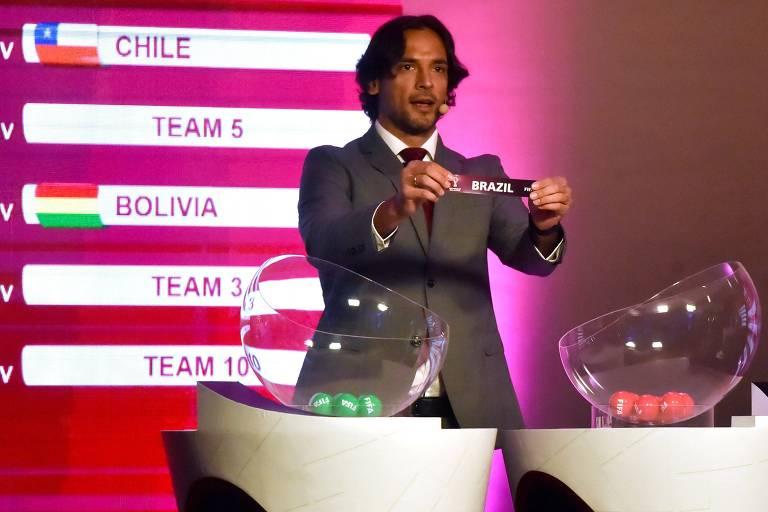 Atacante paraguaio Roque Santa Cruz foi um dos anfitriões do sorteio das eliminatórias
