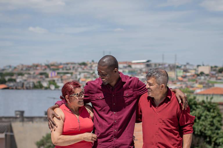 O haitiano Manier Sael com sua família brasileira: Eliana Machado e Jorge Mariano