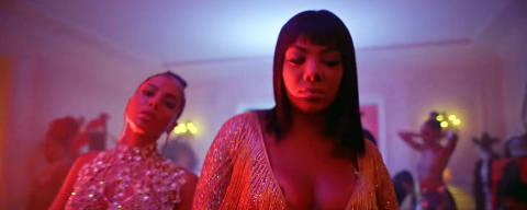 Anitta with Ludmilla and Snoop Dogg feat. Papatinho - Onda Diferente