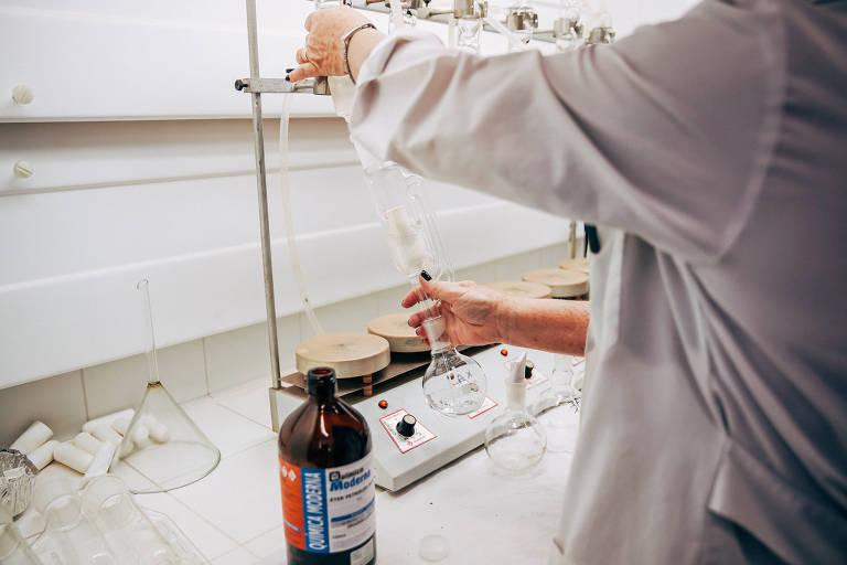 Laboratório no campus de Pirassununga da USP, uma das universidades que têm pesquisadores bolsistas do ensino médio