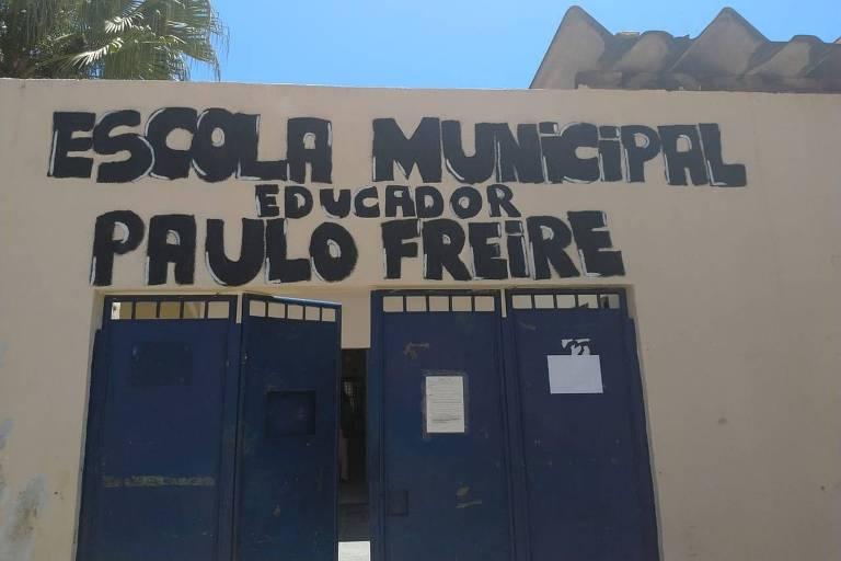 Fachada da escola municipal Educador Paulo Freire, que teve o seu nome mudado pela Câmara Municipal de Salvador