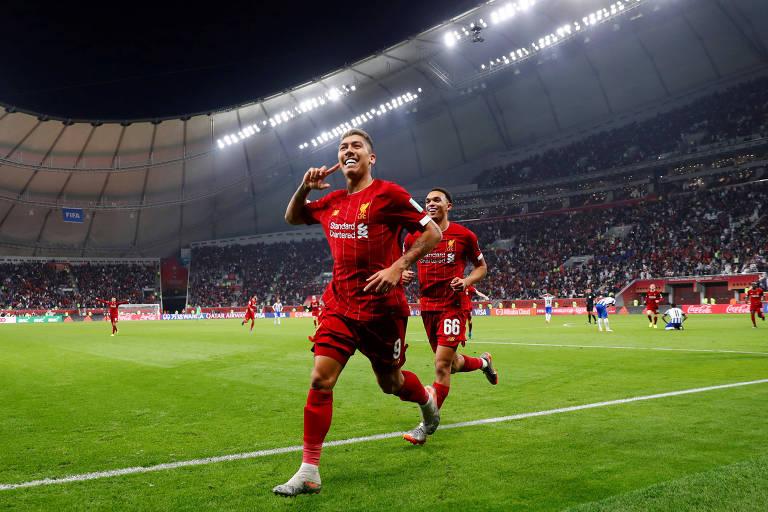 Roberto Firmino comemora o segundo gol do Liverpool na vitória sobre o Monterrey