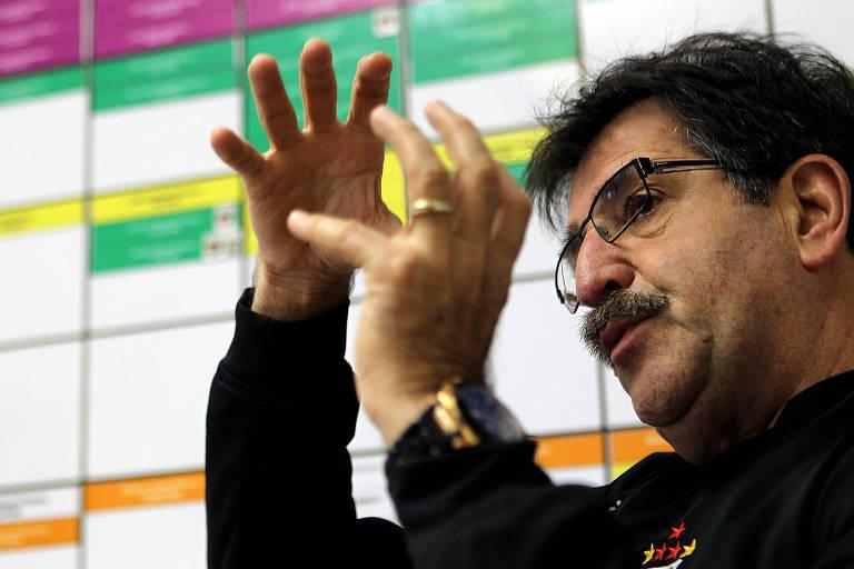 O técnico René Simões na época em que coordenava as categorias de base do São Paulo, em 2012; ele costuma acertar suas previsões