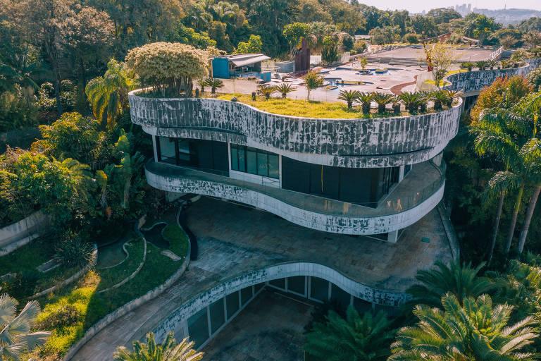 A mansão abandonada de Edemar Cid Ferreira