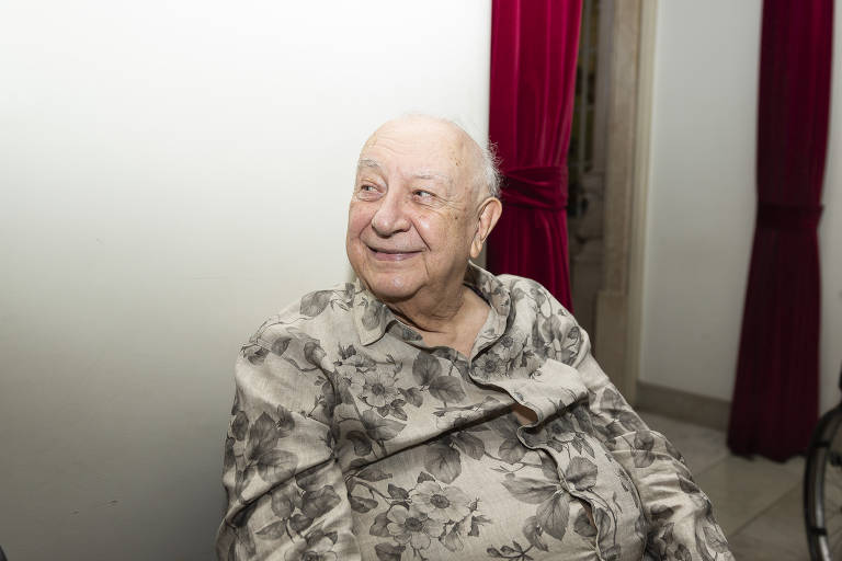 Ainda internado, Sérgio Mamberti deixa UTI e se recupera de pneumonia