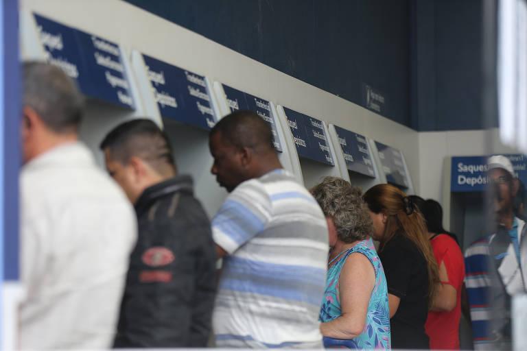 Os trabalhadores que têm até R$ 998 na conta do FGTS podem sacar todo o valor até o dia 31 de março