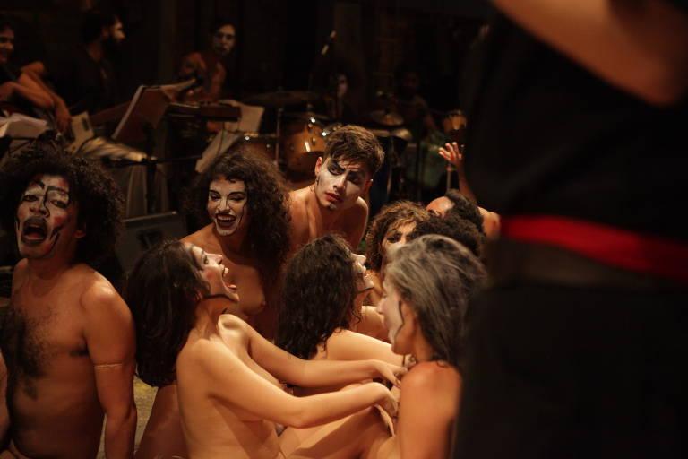Veja imagens do espetáculo 'Roda Viva'