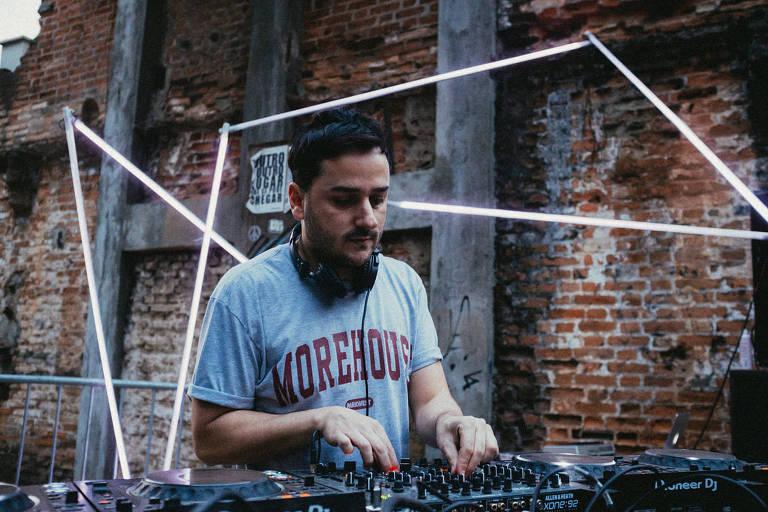 O DJ Márcio Vermelho