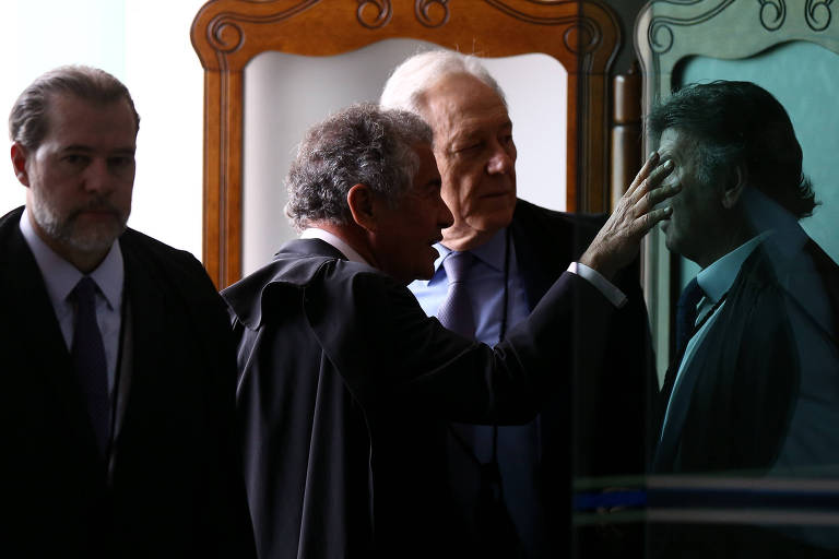 Os ministros Dias Toffoli, Marco Aurélio Mello, Ricardo Lewandowski e Luiz Fux na antessala do plenário do STF, antes de sessão plenária em novembro de 2019