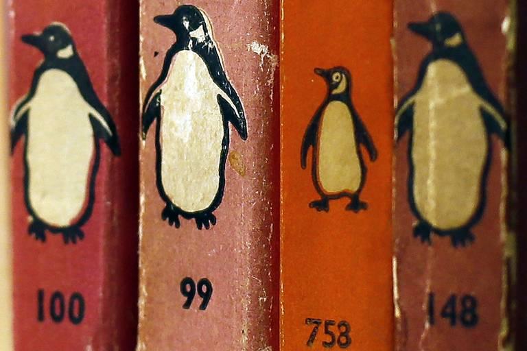 Livros da editora Penguin em livraria de Londres