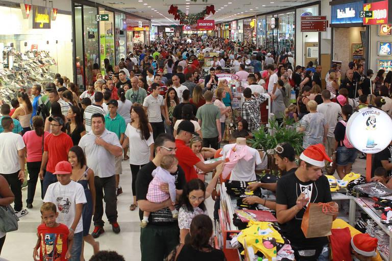Movimentação no shopping Metrô Itaquera, em São Paulo