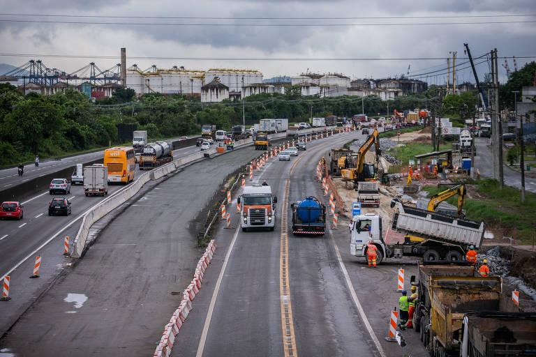Obras na entrada de Santos