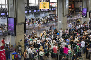 Movimento de passageiros no setor de embarque do Terminal 2 do Aeroporto de Cumbica que  tem maior fluxo de aeronaves no mes de dezembro