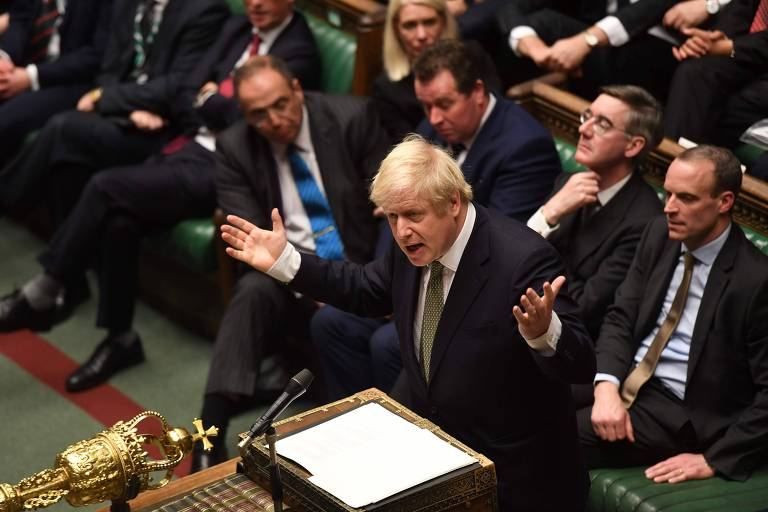 O premiê Boris Johnson durante seu discurso na sessão desta sexta (20)
