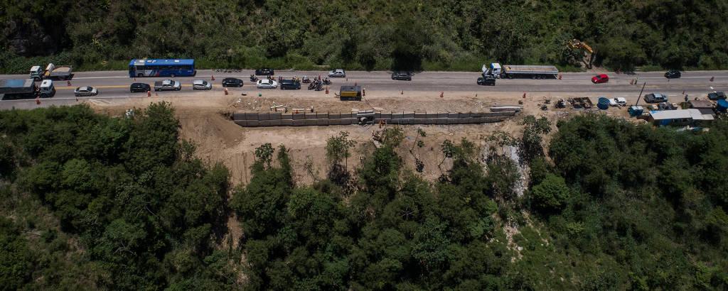Vista de obras na rodovia Rio-Santos, na altura do quilômetro 116, em São Sebastião (SP)