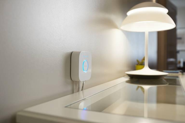 A lâmpada inteligente Hue, da Philips, pode ser controlada via assistente virtual