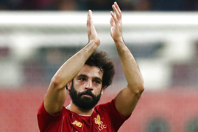 Salah aplaude torcida após a estreia do Liverpool