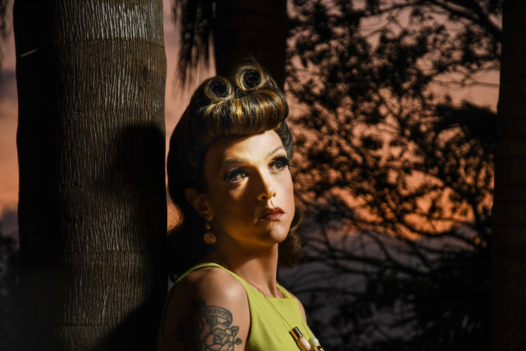A drag Rita Von Hunty