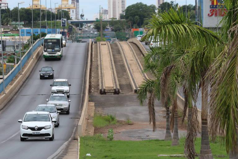 Sem movimento, lojas fecham após obra do VLT que não saiu do papel em Cuiabá