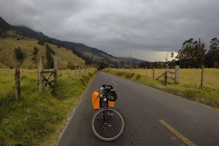 Sozinha, cicloviajante Érica Ceciliato percorre o norte do Brasil e a Colômbia