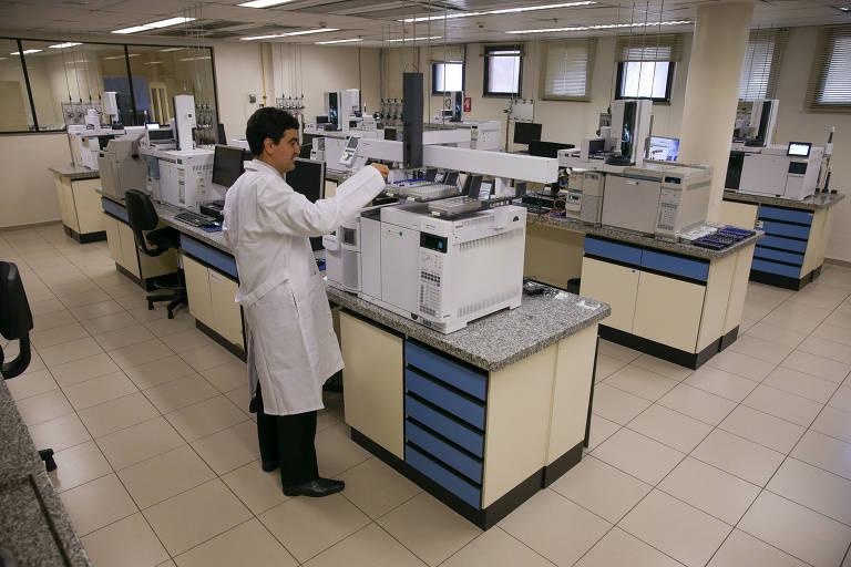 Laboratório de química do Instituto Nacional de Criminalística em Brasília