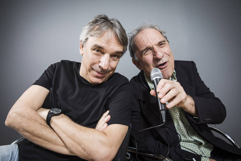 Os irmãos e locutores esportivos Oscar Ulisses (à esquerda), 62 anos, e Osmar Santos, 70 anos, são duas das vozes marcantes nas transmissões esportivas do rádio brasileiro e influenciam as novas gerações