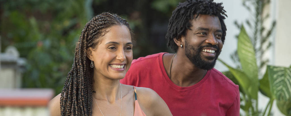 Vera (Camila Pitanga ) e André (Fabricio Boliveira) em cena do especial de Natal da Globo