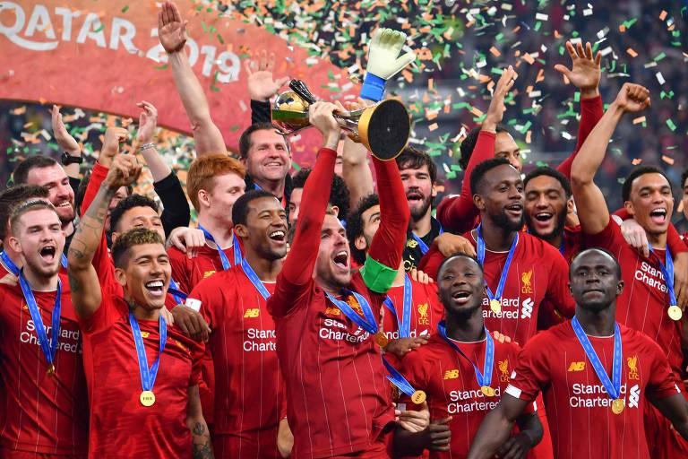 Jogadores do Liverpool comemoram a conquista do Mundial de Clubes de 2019, diante do Flamengo, seu primeiro título do torneio na história